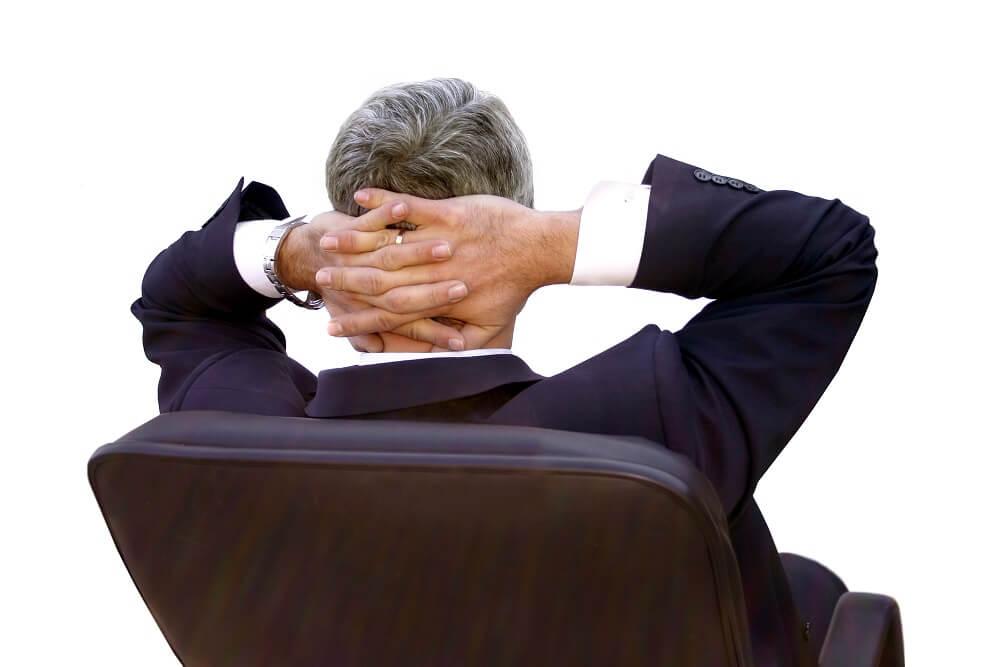 mężczyzna przed wyborem urologa