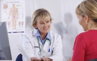 młoda kobieta u urologa
